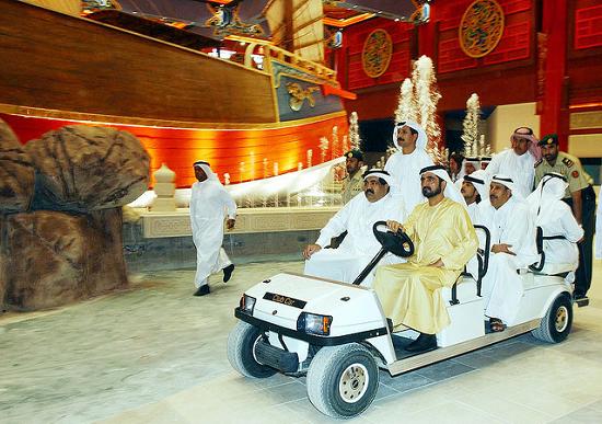 الشيخ محمد بن راشد يصطحب وفدا قطريا رفيع المستوى في جولة حول معالم دبي